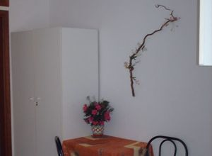 Studio Flat, Kato Toumpa