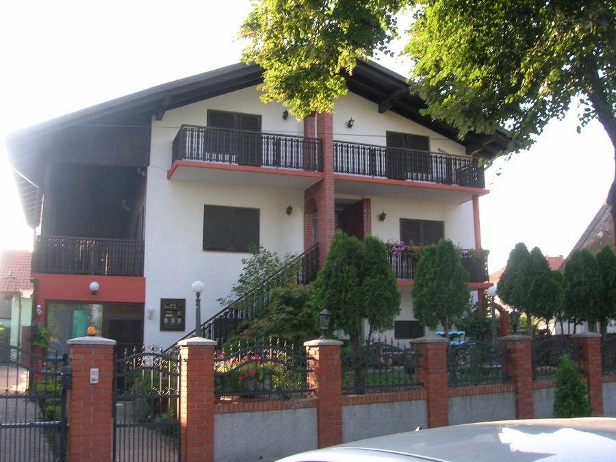 Kuća na prodaju Centar (Kovin) 644 m2 3 Sprat 9 Spavaće sobe Novogradnja