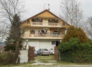 Μονοκατοικία για ενοικίαση Λαγκαδάς 300 τ.μ. 4 Υπνοδωμάτια