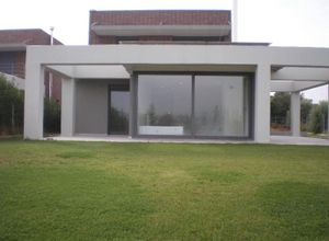 Detached House, Neo Risio