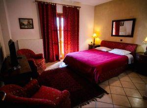 Ξενοδοχείο προς πώληση Αράχωβα Καλύβια 800 τ.μ. Ισόγειο