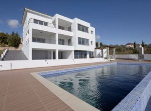 Villa for sale Tala 380 m<sup>2</sup> Ground floor